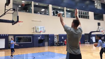 Watch first-year Memphis Grizzlies wing Marko Guduric display his shooting stroke in a preseason practice.