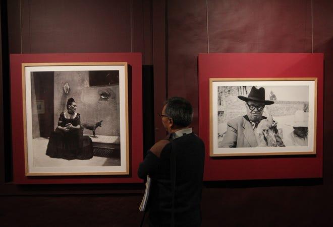 Vista general de retratos de Frida Kahlo y Diego Rivera, en la exposición Xolos, compañeros de viaje, este miércoles en el Museo del Carmen, en Ciudad de México (México).