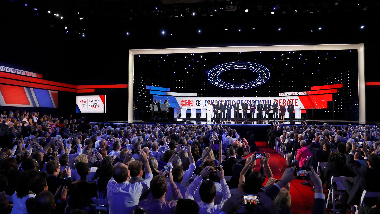 Elizabeth Warren takes rivals' shots, Joe Biden pivots on Ukraine and other top Democrat debate moments