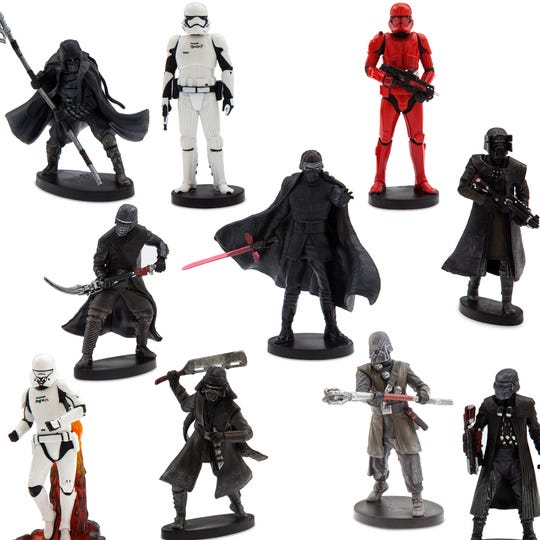The dark side of theForceawaits with this deluxe set of the First Order's most powerful.