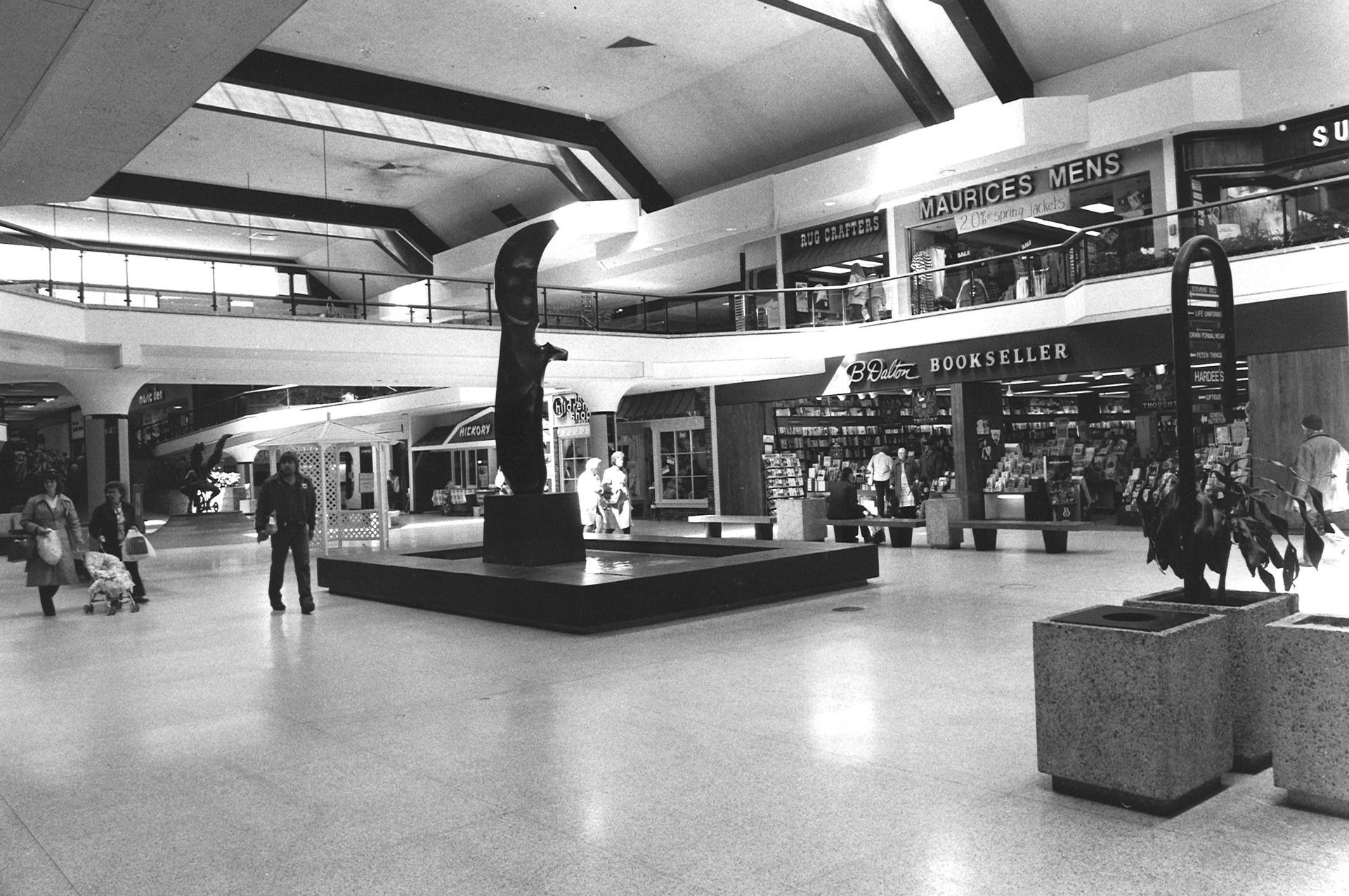 Des Moines Shopping >> Des Moines Shopping Archive Photos Of Merle Hay Mall Since 1959