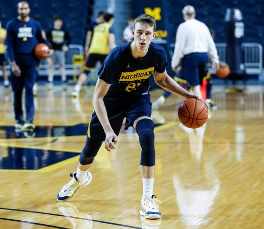 Michigan guard Franz Wagner (21) practices during media day at Crisler Center in Ann Arbor, Thursday, Oct. 17, 2019.