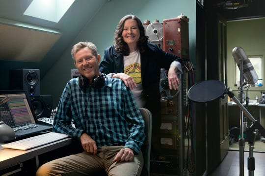 Robbie Fulks and Linda Gail Lewis appear at The Green Room on Saturday.