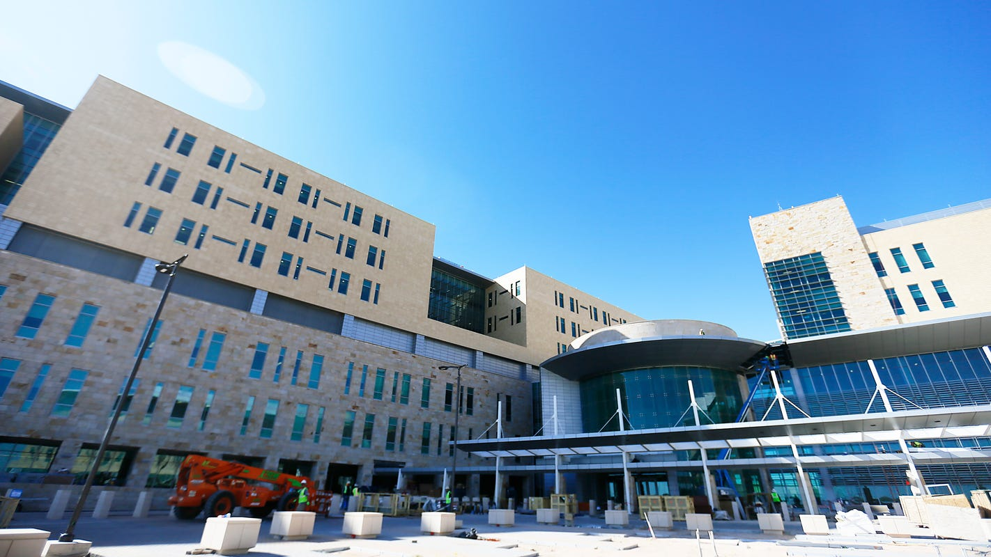 Fort Bliss hospital cost rises to $1.4 billion as years of troubled construction nears end
