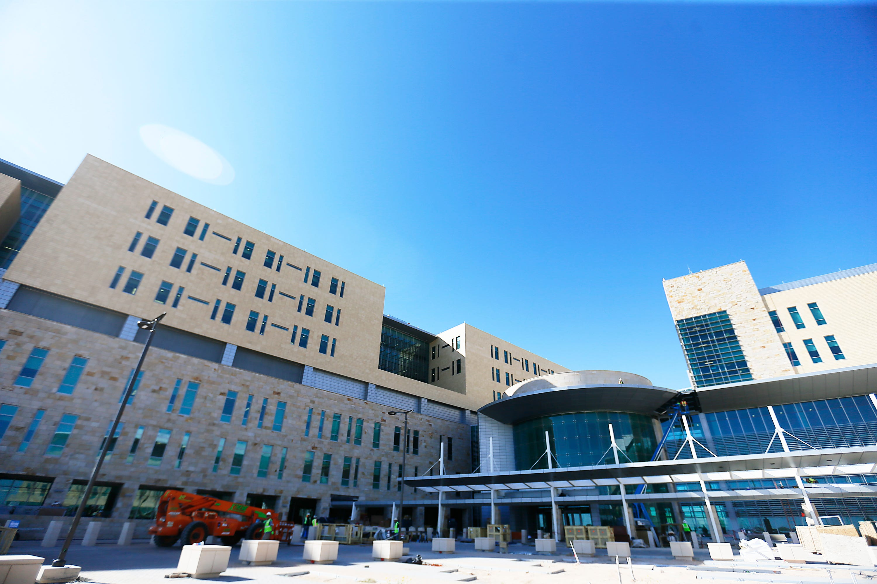 New Fort Bliss hospital cost rises to $1.4 billion as construction end nears