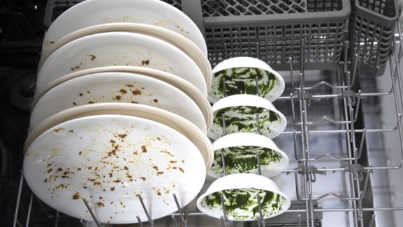 To test cleaning efficacy, we use dishes soiled with standardized stains.