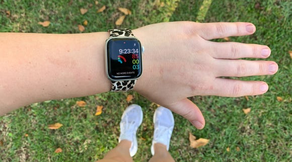 Best gifts for grandma 2019: Apple Watch 4