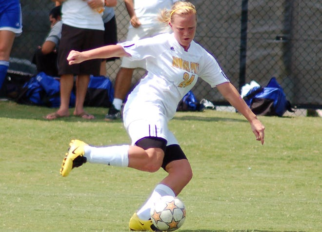 Leslie Jones kicks the ball during Howard Payne's game against Western Texas College in 2009.