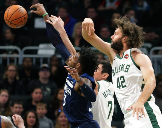 Newcomer Robin Lopez is among the veterans trying to blend into Bucks without disturbing the chemistry.