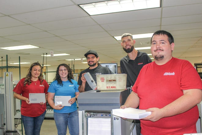 Adelante Bulk Printing & Mailing division employees.