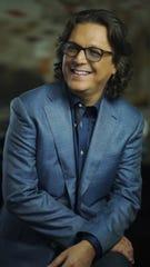 Rudy Pérez, presidente del Pabellón de la Fama de los Compositores Latinos, señalo que se mantendrá al margen de la carrera artística de Sara Sosa, aunque acepta que José José le pidió que la ayudara.