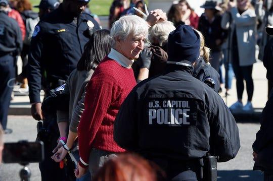 Westlake Legal Group 365b14a6-52e8-4099-bb0e-132afa213012-AFP_AFP_1LJ4WD Jane Fonda arrested again at climate change protest; Sam Waterston also arrested