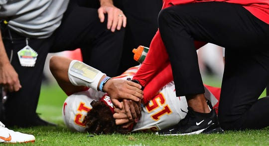 Patrick Mahomes injury reaction: Russell Wilson, Carson Wentz and more react to Chiefs' announcement