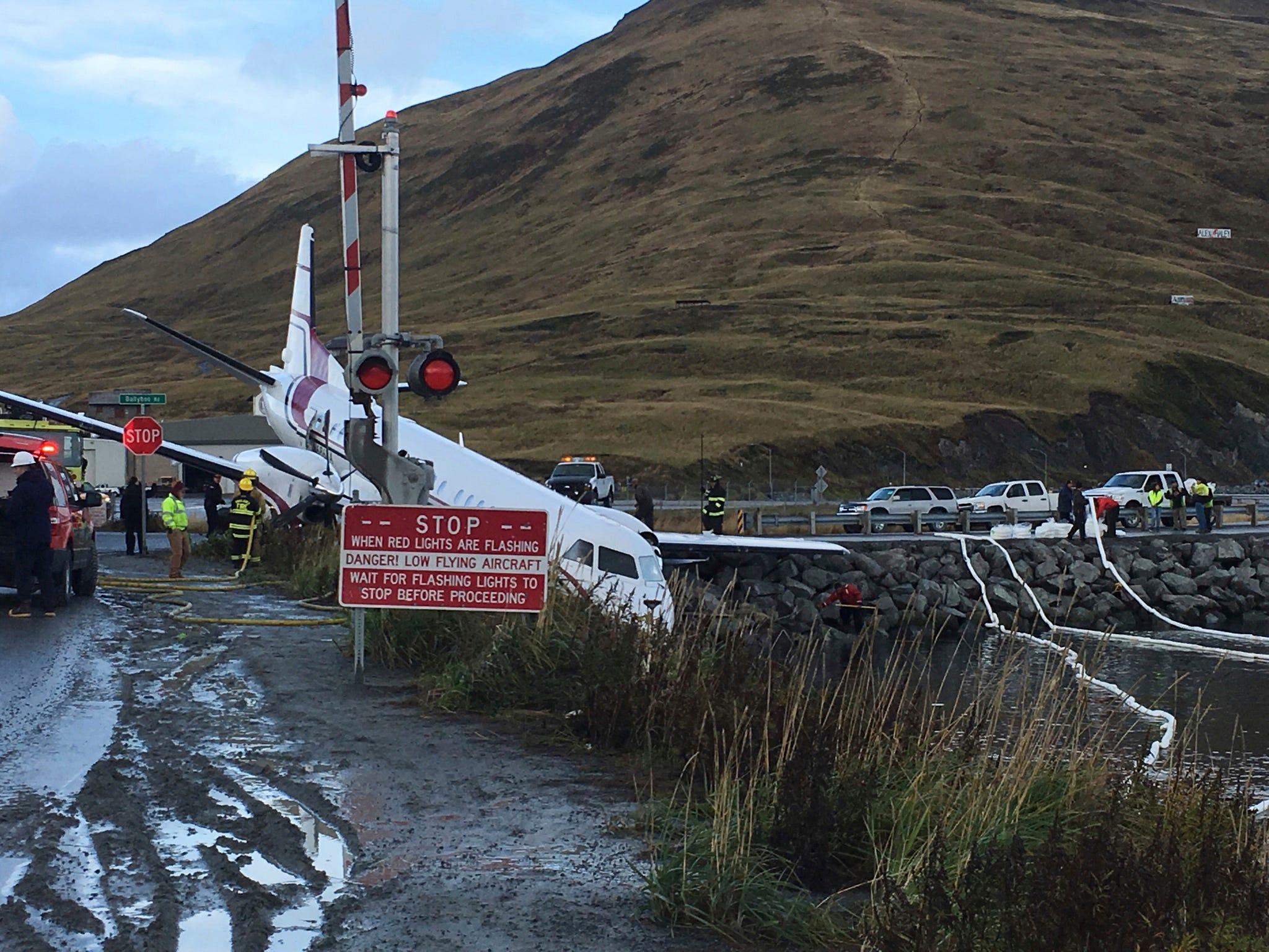 Alaska Plane Crash One Dead After Penair Plane Lands Off Runway