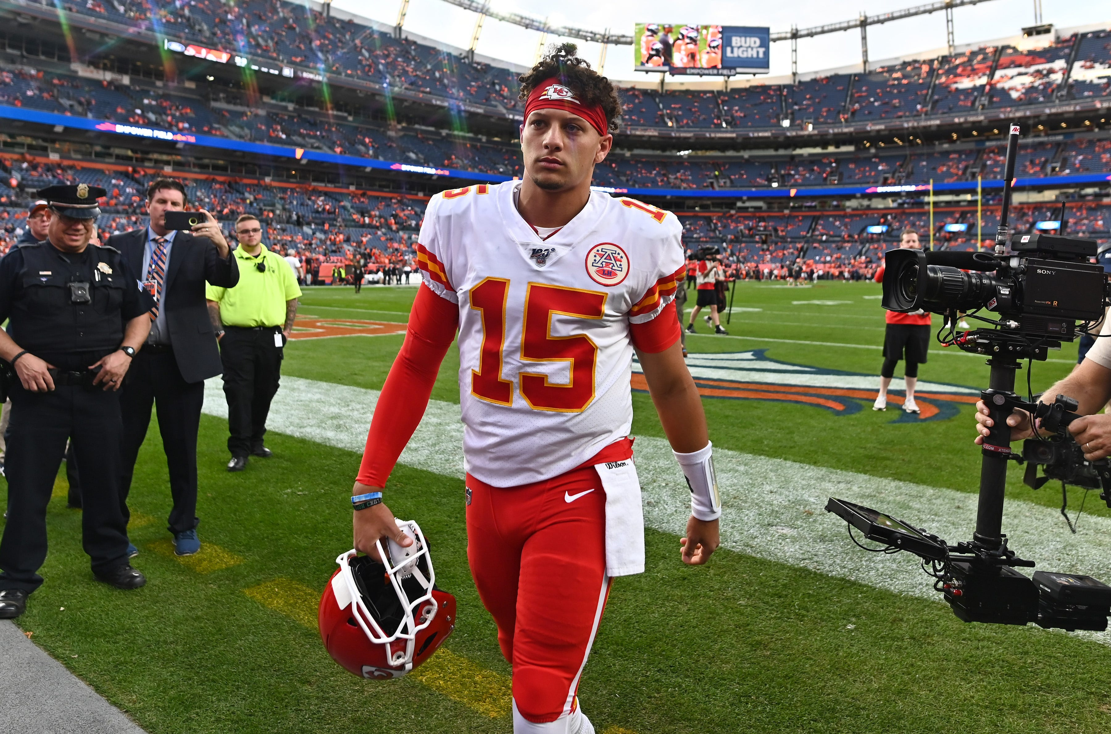Reigning NFL MVP Patrick Mahomes suffers knee injury in Chiefs  game vs. Broncos