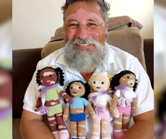 Grandpa in Brazil crochets dolls with vitiligo to make kids feel loved