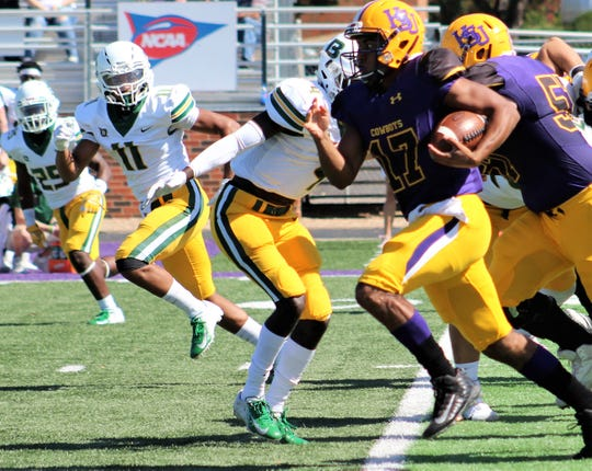 Marc Reed (17) breaks loose for a long gainer for Hardin-Simmons on Saturday against Belhaven at Shelton Stadium.