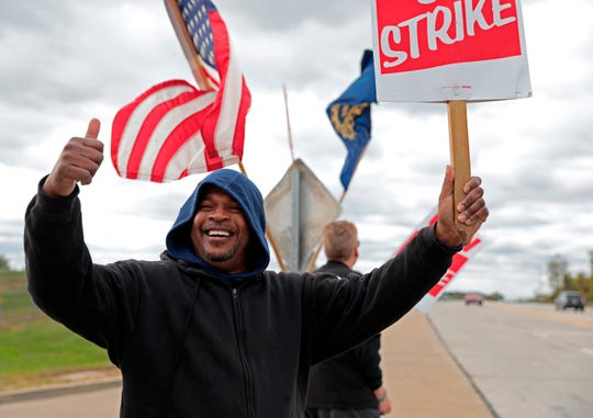 Bill Jackson, of St. Louis, gives a thumbs up to drivers that wave or honk as United Auto Workers outside the GM-Wentzville Assembly Center in Wentzville, Mo., Wednesday, Oct. 16, 2019.