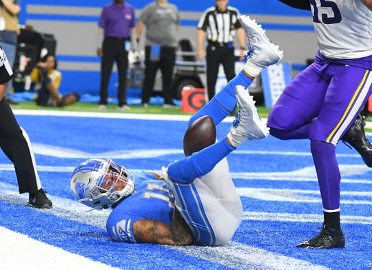 Detroit's Marvin Harris can't hang onto this end zone pass for an incompletion in the second quarter against Minnesota.