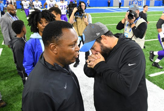 Barry Sanders and Matt Patricia chat before the Lions-Vikings game.