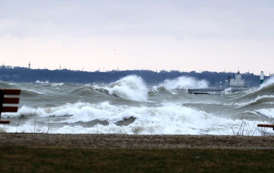 Lake Michigan could see 10-foot waves Monday, shoreline flooding possible