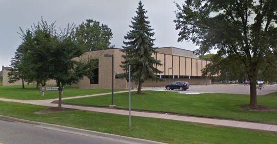 The Mott Memorial Building on Mott Community College's Flint campus.