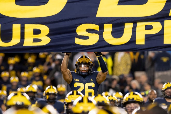 Michigan defensive back J'Marick Woods is transferring, he announced Monday.