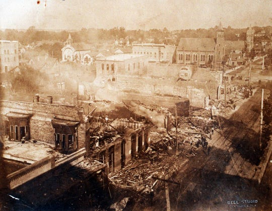 A fire on South Palafox Street destroyed the old Brent and Blount buildings in 1905.