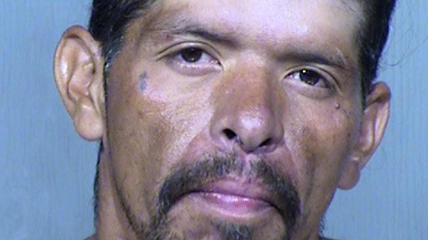 Man accused of stabbing 2 women, including girlfriend