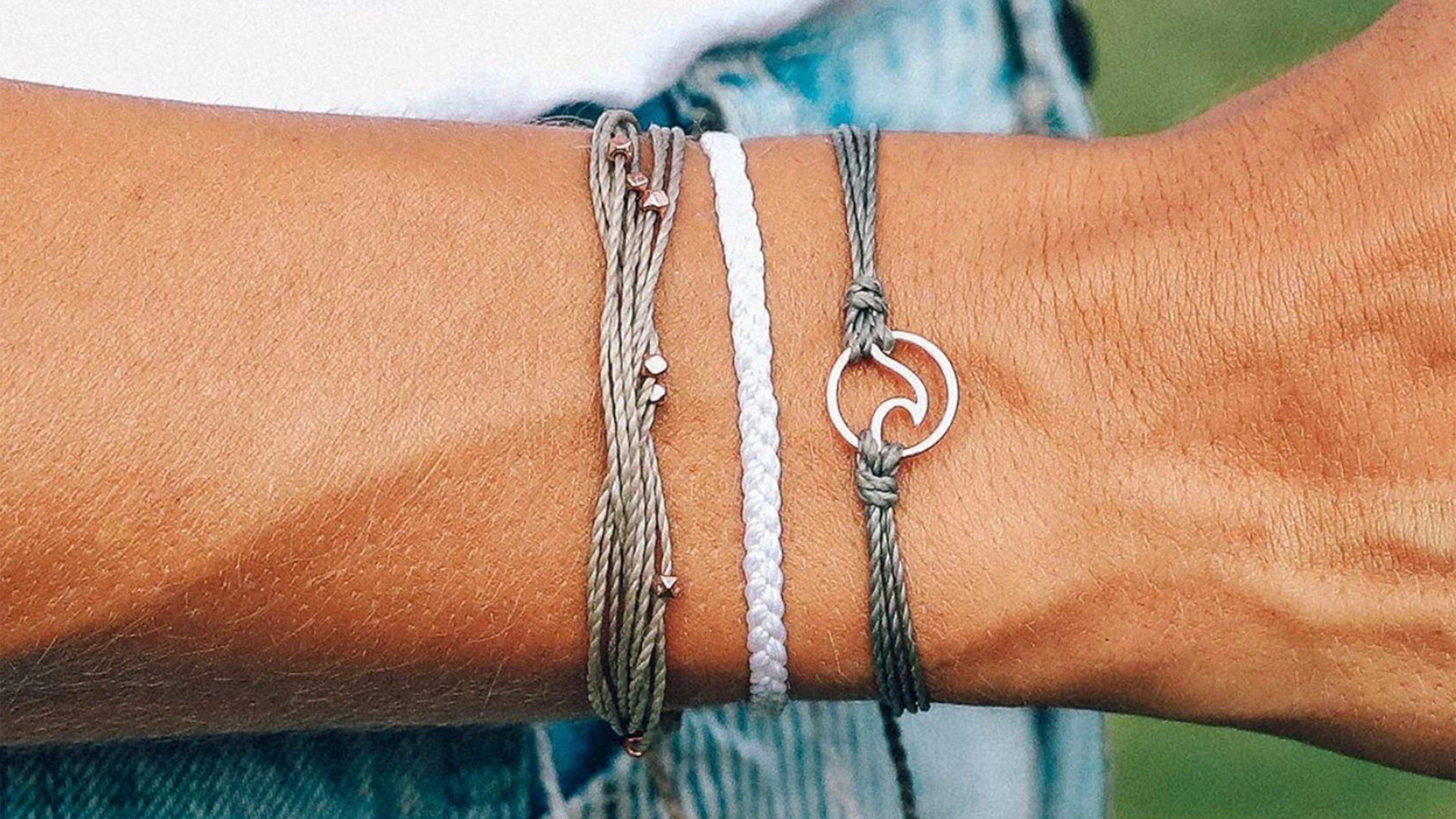 Women/'s antique fidelity bangle beautiful gift ideas