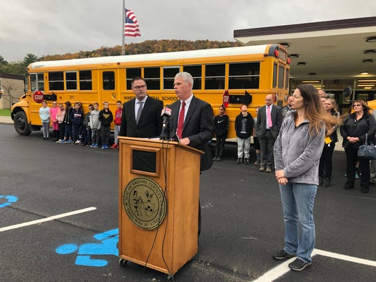 A new program in Broome Countywill outfit area school buseswith stop-arm cameras tocatch drivers who illegally passschool buses. The program was announced Tuesday by Broome County Executive Jason Garnar.