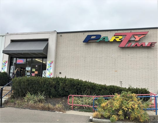 Party Time, which has more than 45,000 decorations and party accessories for sale at its Big Flats location, will close in November.