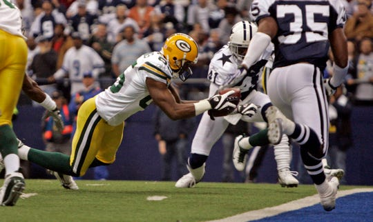 Green Bay Packers wide receiver Greg Jennings scores a touchdown during the second   quarter of their game against the Dallas Cowboys on Thursday, November 29, 2007 at Texas Stadium in Irving, Texas.