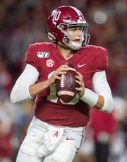 Alabama quarterback Mac Jones (10) looks to pass against Tennessee at Bryant-Denny Stadium in Tuscaloosa, Ala., on Saturday October 19, 2019.