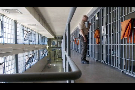 More fines have been threatened against Arizona in a prison suit to improve health care for prisoners.