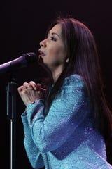 """La cantante mexicana Ana Gabriel durante su presentación en el """"""""Concierto del Amor"""""""", realizado el sábado 12 de febrero de 2005, en el Madison Square Garden de la ciudad de Nueva York (EEUU), para celebrar el Día de San Valentín."""