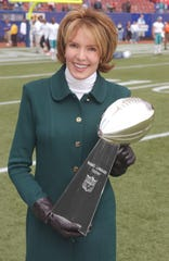 CBS Sports reporter Lesley Visser holds the Lombardi Trophy, which the NFL awards to the team that wins the Super Bowl in 2003.