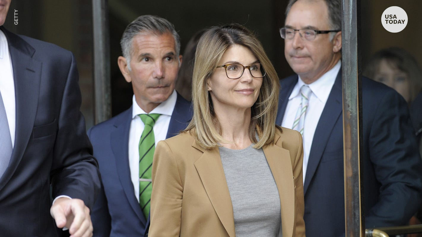 Lori Loughlin's lawyers: Federal prosecutors hid evidence in college admissions scandal thumbnail