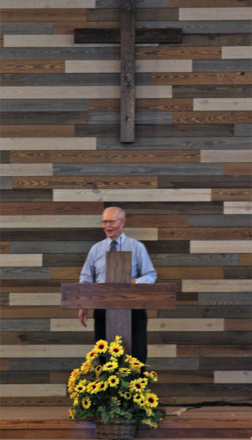 Burtis Williams speaks during the Oct. 6 service at Elmcrest Baptist Church. He has served as transitional pastor since November. Oct  6 2019