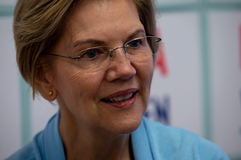 In Iowa campaign, Elizabeth Warren prioritizes organizing