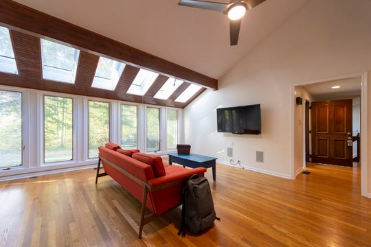 The 19 skylights and plenty of other windows, allow natural light to flow through the rooms.