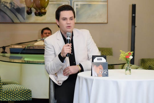 El cantante colombiano Manuel José, está seguro e insiste en ser hijo de José José, aunque un examen de ADN haya dicho que no. Foto