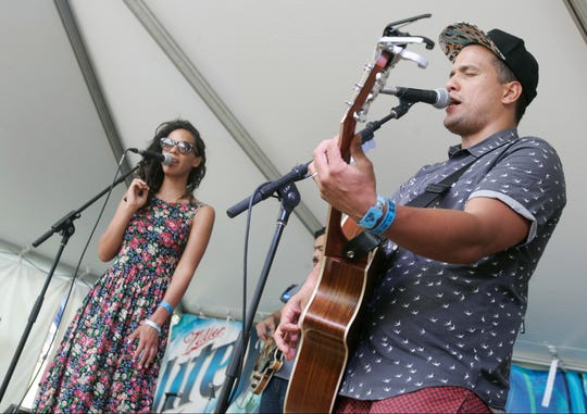 Amanda and Abner Ramirez performing as Johnnyswim become i n the first show of Chip and Joanna Gaines & # 39; s new Magnolia Network.