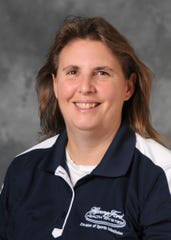 Kelly Weir, AT, ATC, CSCS, PES, HGP-I, is an athletic trainer and works with patients at Henry Ford Rehabilitation.