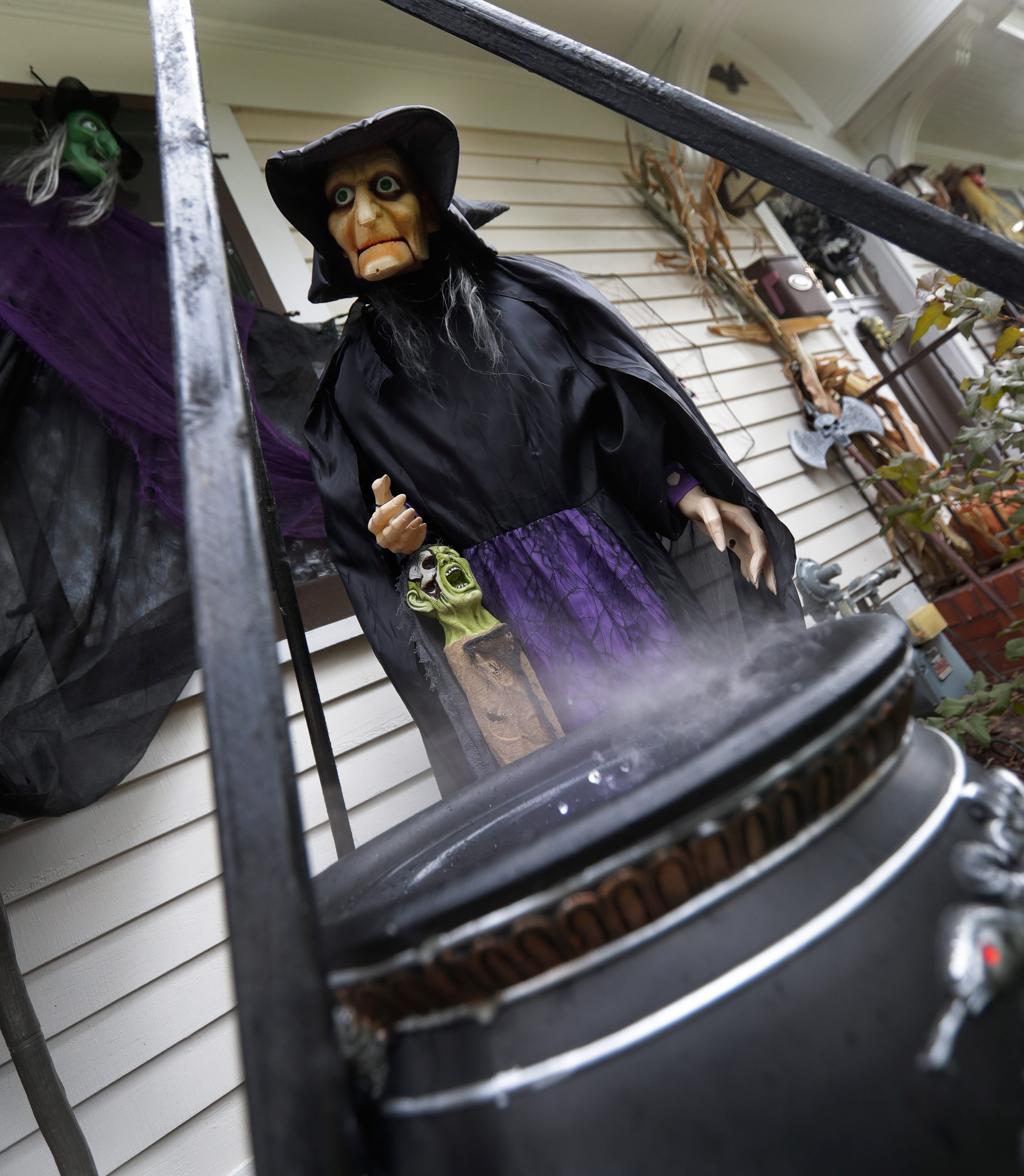 Green Bay Couple Displays Extreme Halloween Decorations