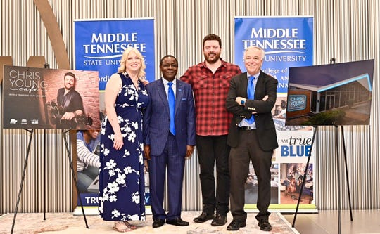 Beverly Keel poses with MTSU President Sidney McPhee, musician Chris Young and former dean Ken Paulson.