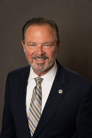 Official portrait of Mayor W.J. 'Jim' Lane. May 2015.