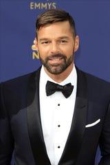 El cantante puertorriqueño Ricky Martin llega a la ceremonia anual de los Primetime Emmy Awards en el Microsoft Theater de la ciudad de Los Ángeles (EE.UU.).