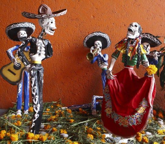 Detalle de las ofrendas a los muertos presentadas el 31 de octubre de 2009, en la novena Feria de las Calacas, que organiza el Centro Nacional de las Artes mexicano (CENART), en Ciudad de México.