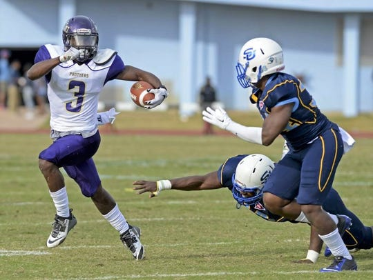 Former Prairie View A&M running back Johntá Hebert dodges by would-be tacklers from Southern. Hebert had 2,012 all-purpose yards in 2015 playing for Willie Simmons.